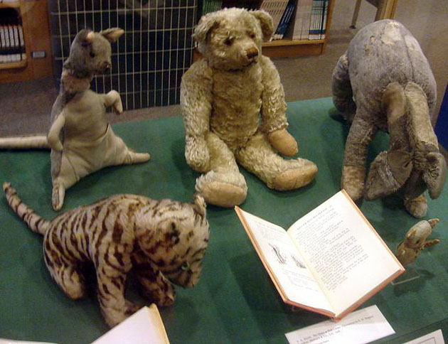 Original stuffed toys that inspired Winnie-the-Pooh [image by Spictacular]